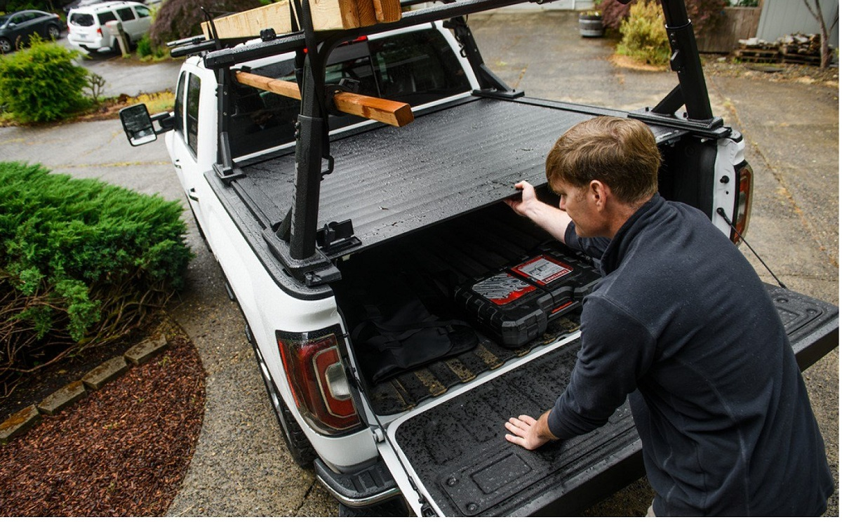 Yakima Tonneau Kit 1 - Installed With OverHaul HD
